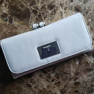 NWOT  Tahari women's wallet/clutch Organizer
